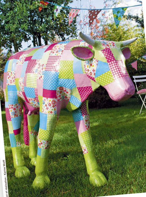 Large cow decoration from the Truffaut catalog - La vache a decorer!