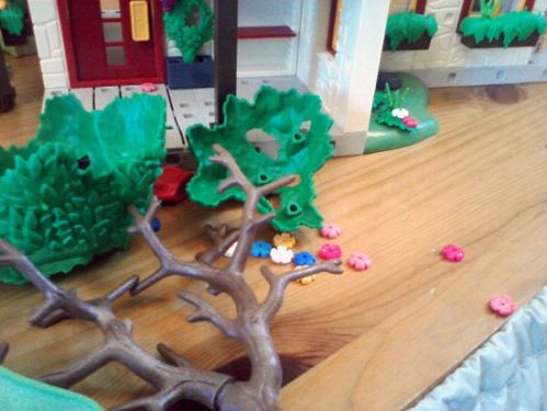 Playmobil farm - uprooted tree and broken flowers