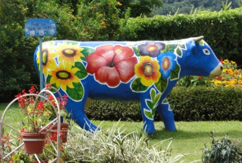 Cow sculpture in Panama - Panamajama.wordpress.com
