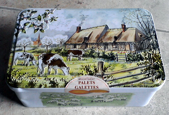 Box of French galettes - metal box with cows